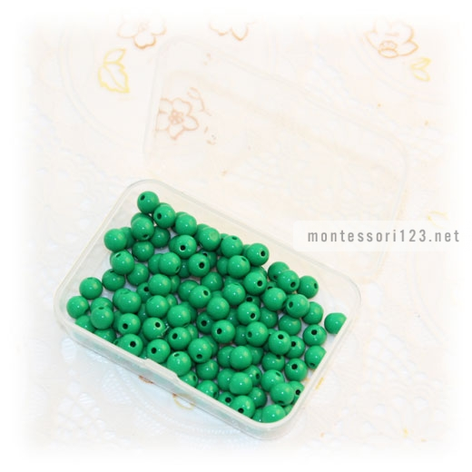 100_Green_Beads_with_Plastic_Box_1.jpg
